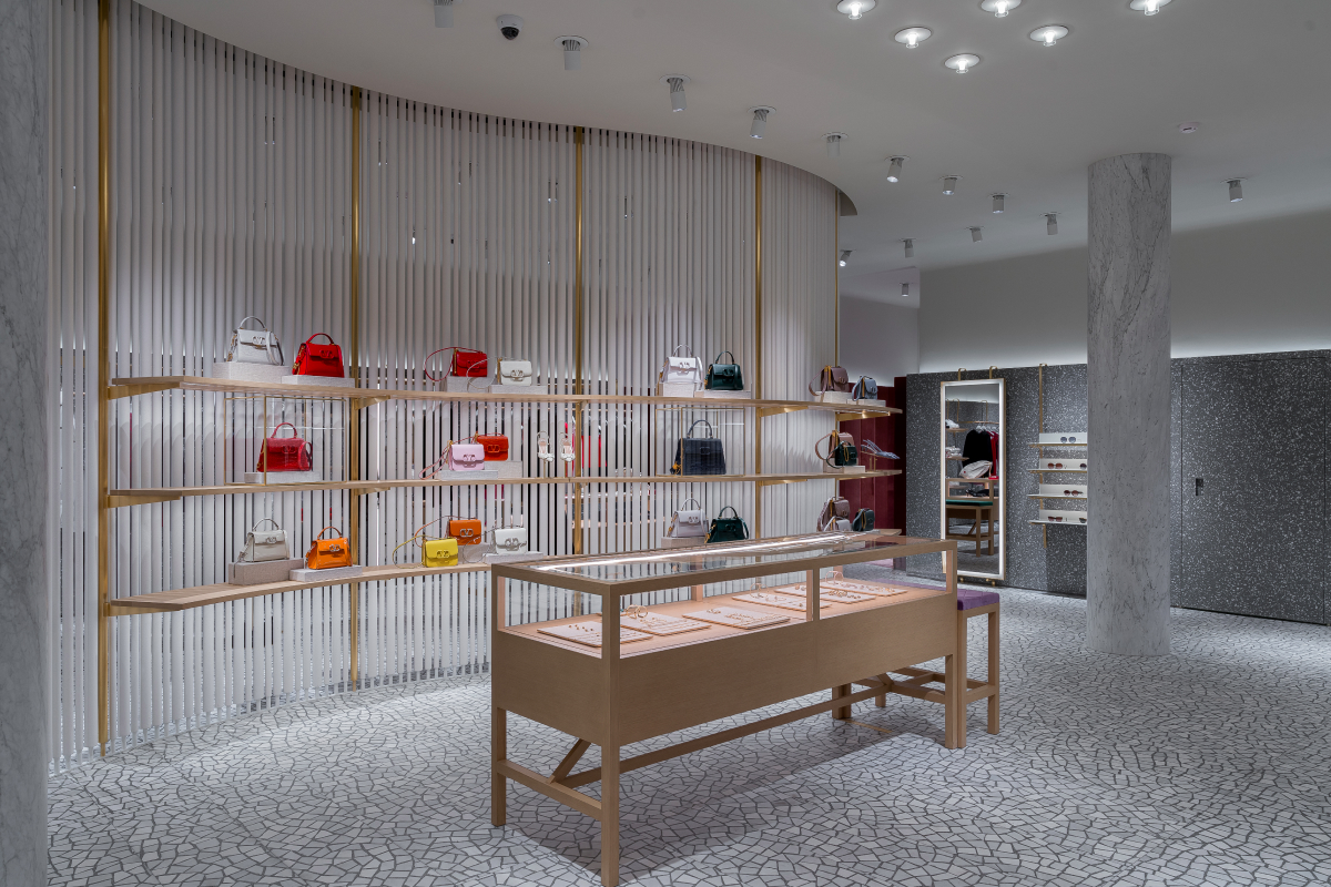 В «БарвихеLuxuryVillage» открылся обновленный бутик Valentino (фото 8)