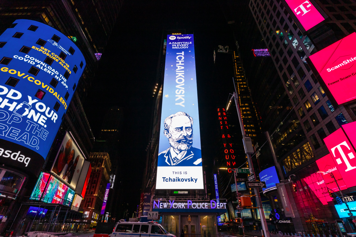Spotify разместил билборд с Чайковским на Таймс-сквер в Нью-Йорке (фото 1)