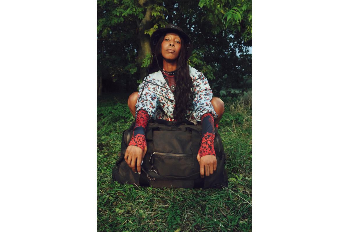 Цветочные принты и Лурдес Леон: вышла кампания новой коллекции adidas by Stella McCartney (фото 2)