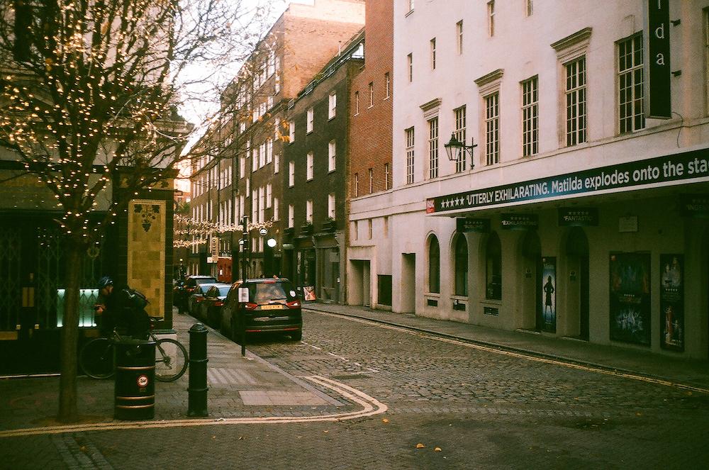 Зима в Лондоне: как город встречал 2021-й под третий локдаун (фото 2)