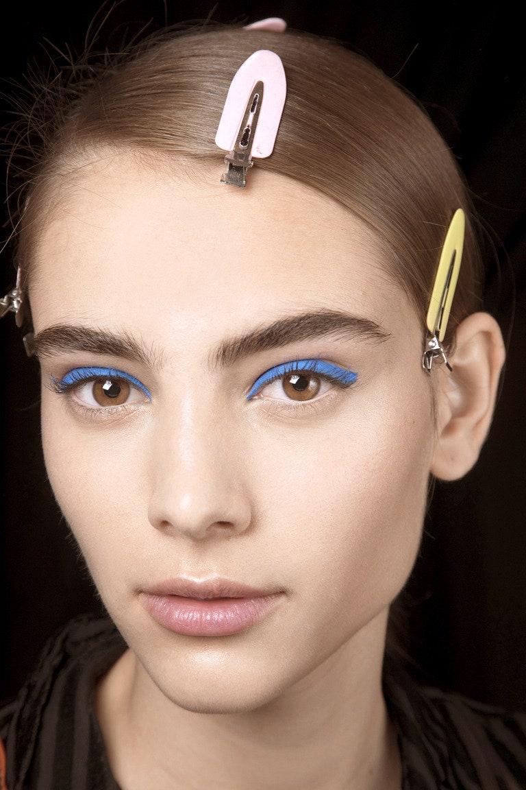 Как красить брови карандашом: инструкция для начинающих (фото 2)