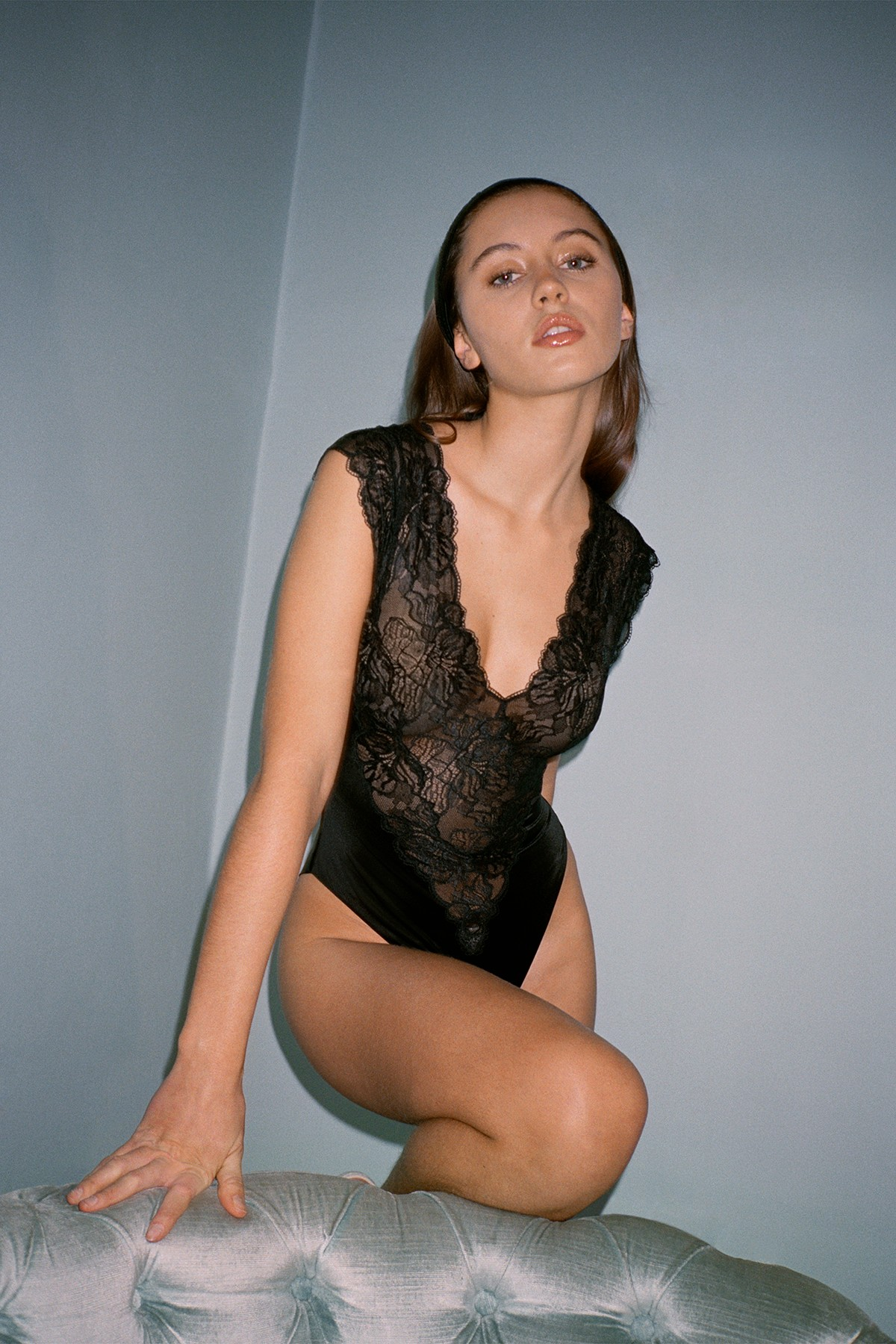 Дочь Джуда Лоу примерила белье в стиле 1980-х для новой кампании La Perla (фото 1)