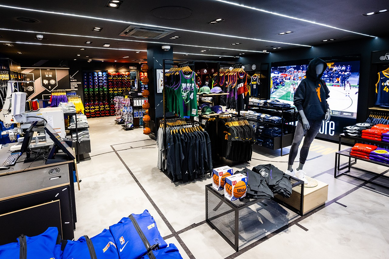 Первый флагманский магазин NBA открылся в Великобритании (фото 6)