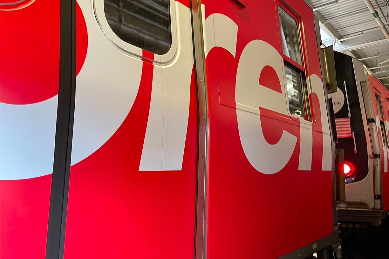 В нью-йоркском метро появился брендированный поезд Supreme (фото 2)
