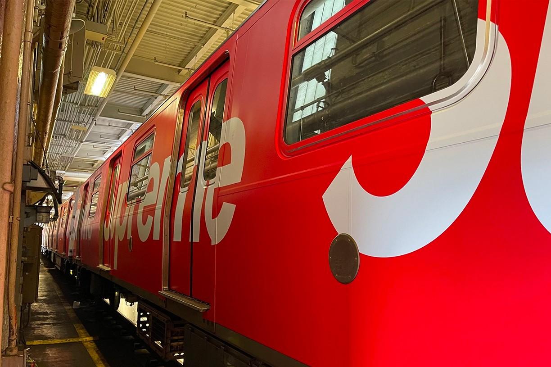 В нью-йоркском метро появился брендированный поезд Supreme (фото 3)