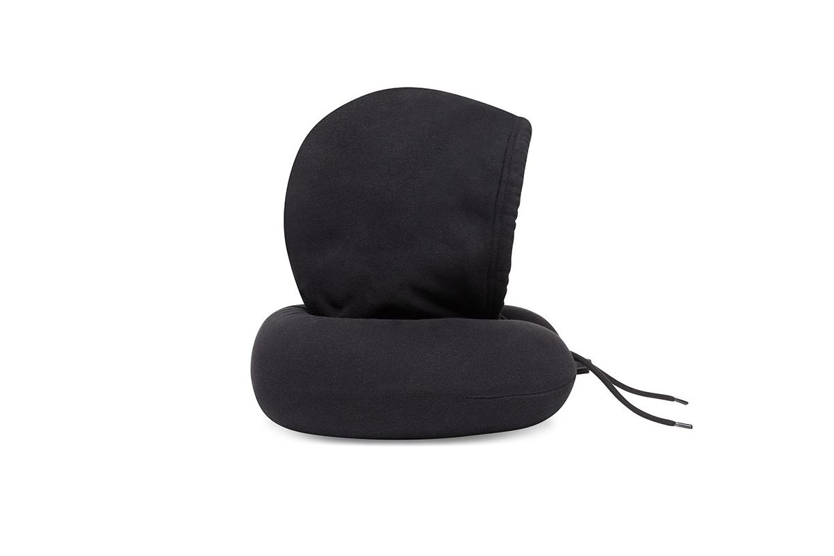 Balenciaga выпустил подушку для путешествий с капюшоном (фото 2)
