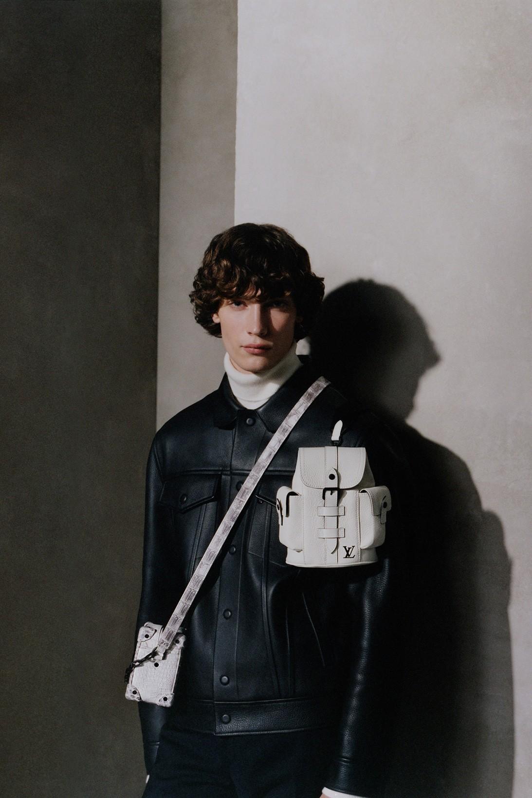 Louis Vuitton обновил классические модели сумок Christopher и Soft Trunk (фото 4)