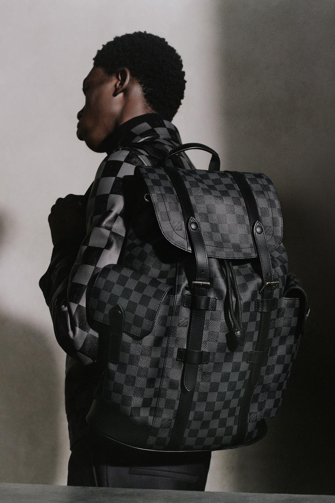Louis Vuitton обновил классические модели сумок Christopher и Soft Trunk (фото 5)
