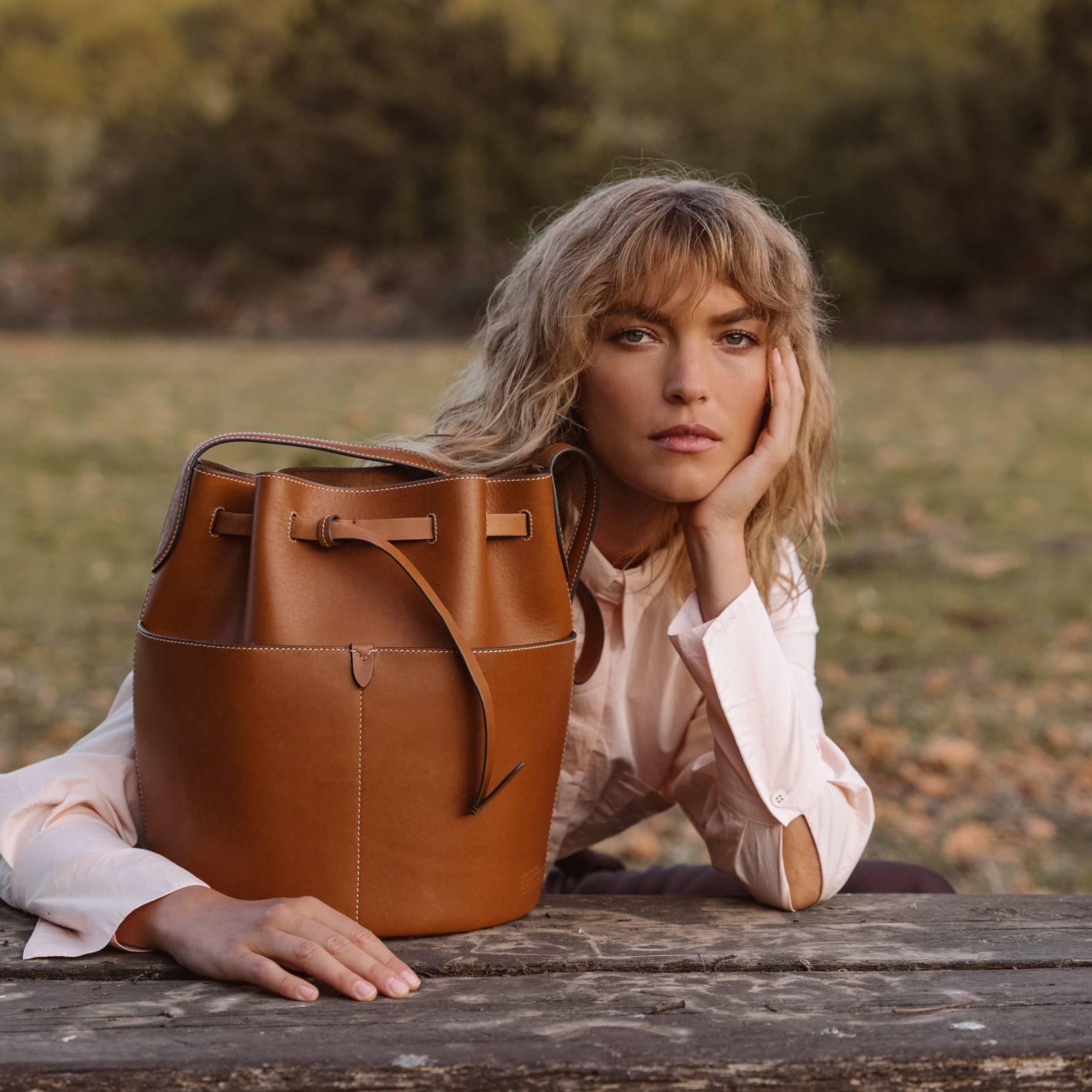 Дизайнер Аня Хиндмарч выпустила коллекцию биоразлагаемых сумок (фото 1)