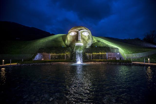 Инсталляции обновленного Swarovski Crystal Worlds (фото 5)