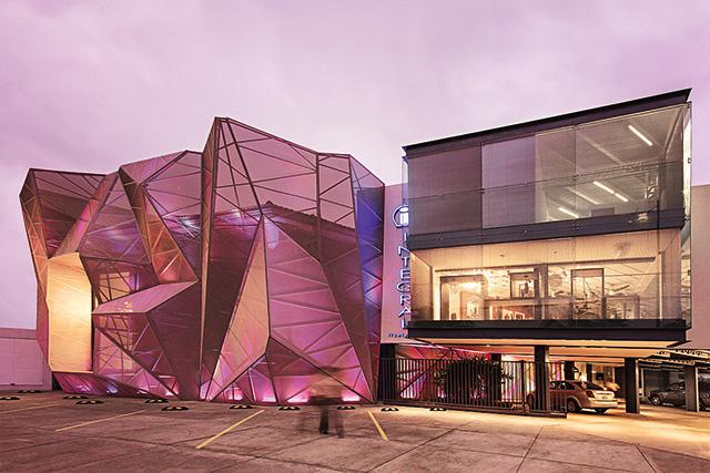 Да будет свет: архитектурные эксперименты с иллюминацией зданий (фото 4)
