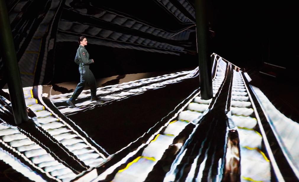 Энн Хэтэуэй возвращается на подмостки (фото 2)
