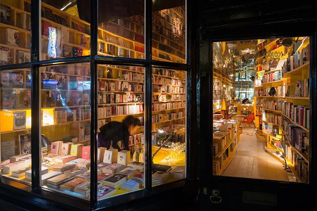 В Лондоне появится концептуальный книжный магазин с баром и запретом на смартфоны (фото 2)