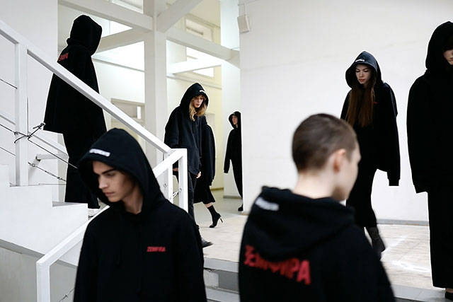 "Vetements выпустил толстовку ""Земфира"" (фото 2)"