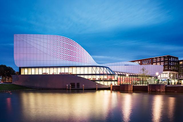 Да будет свет: архитектурные эксперименты с иллюминацией зданий (фото 1)