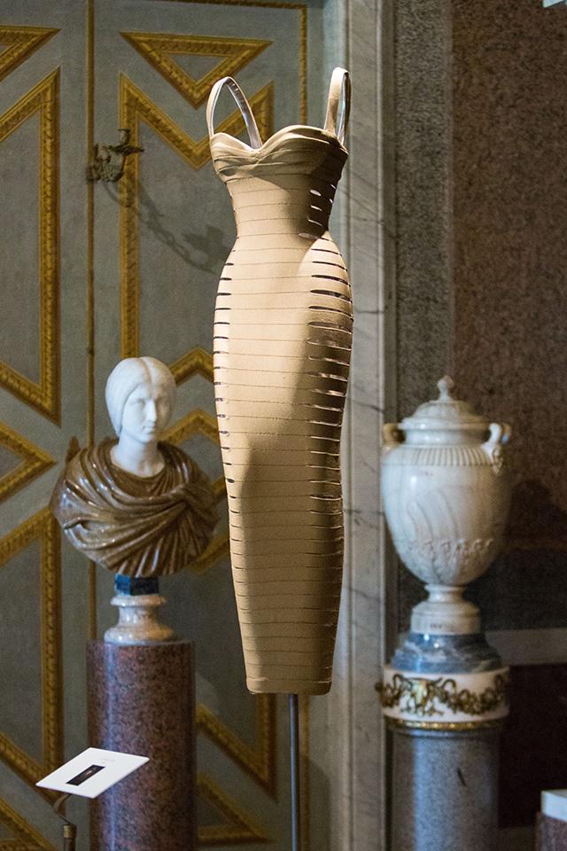 Высокая мода и скульптура: все подробности экспозиции Аззедина Алайи в Галерее Боргезе (фото 6)