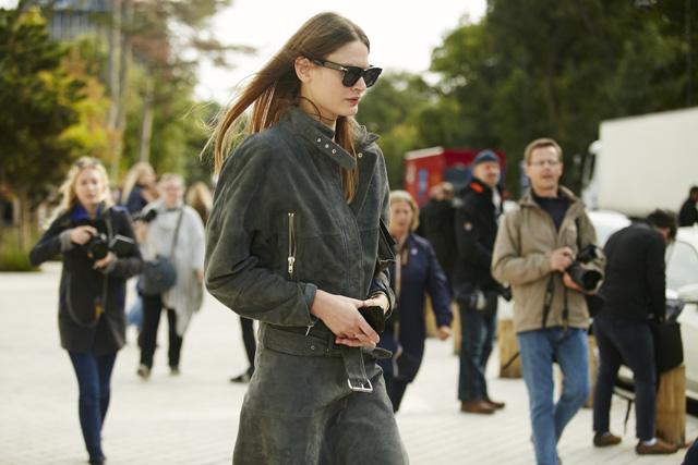 Неделя моды в Париже, весна-лето 2016: street style. Часть 5 (фото 16)