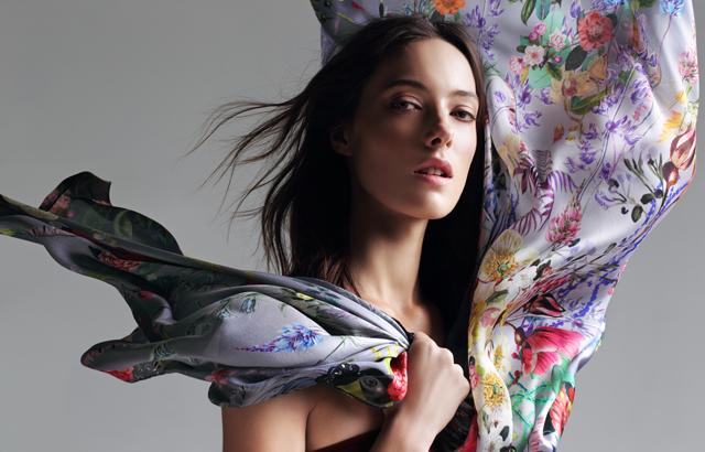5 необычных способов носить платок в новом лукбуке Radical Chic (фото 3)