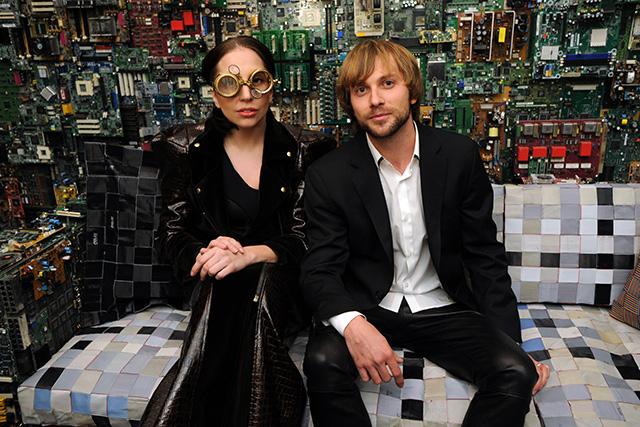 Леди Гага организовала выставку в Нью-Йорке (фото 5)
