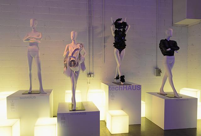 Леди Гага организовала выставку в Нью-Йорке (фото 10)