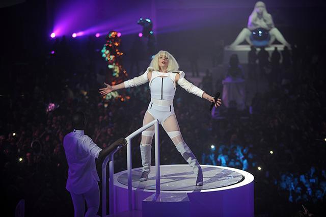 Леди Гага организовала выставку в Нью-Йорке (фото 12)