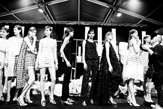 Эксклюзив Buro24/7: backstage Christian Dior, весна 2014 (фото 8)