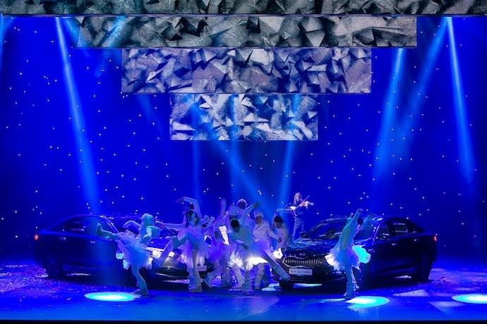 """Сцена из спектакля Василия Бархатова """"И снова весна!"""""""