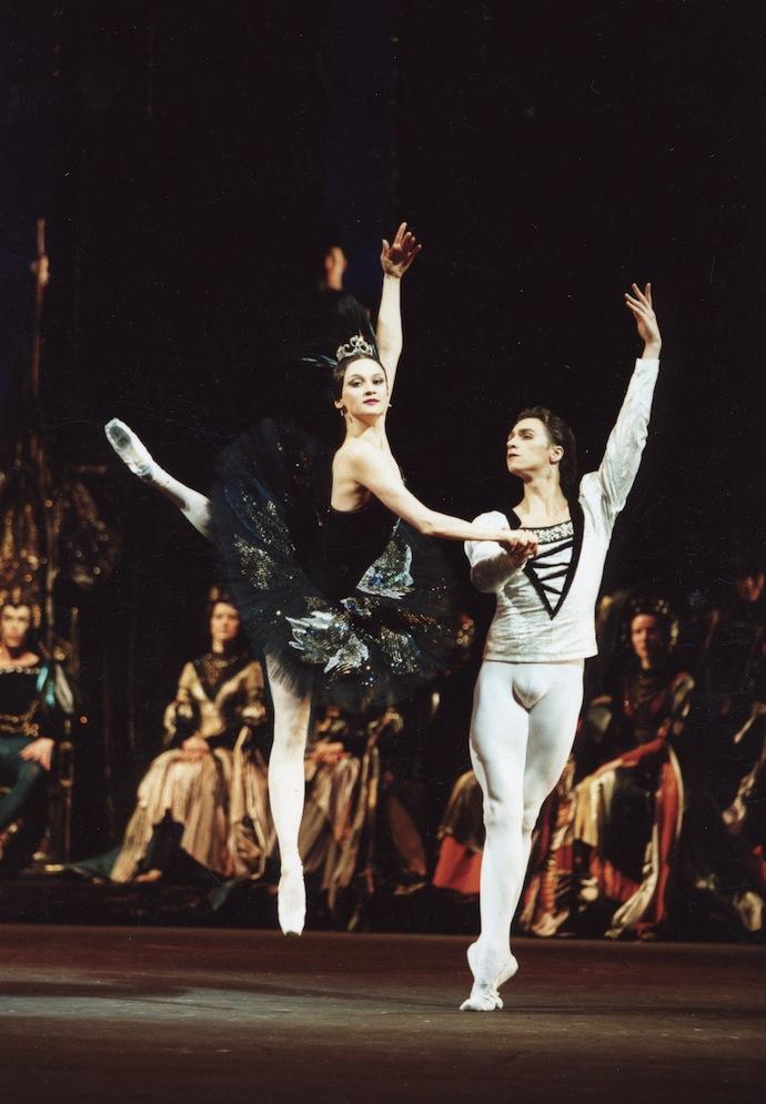 В партии Принца в балете «Лебединое озеро». Одиллия — Галина Степаненко.
