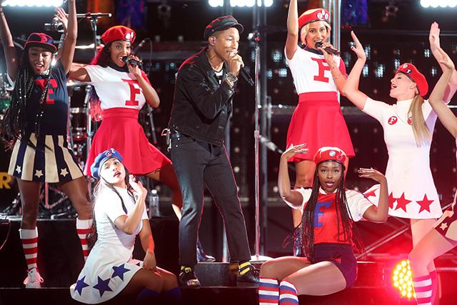 MTV Video Music Awards — 2015: победители и гости красной дорожки (фото 15)