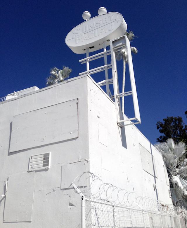 Отель в Лос-Анджелесе стал городской инсталляцией (фото 2)