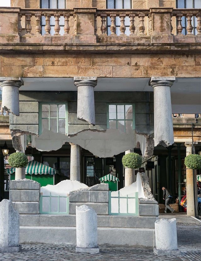 """""""Soaring"""" house at the entrance to London's Covent Garden Market (photo 3)"""