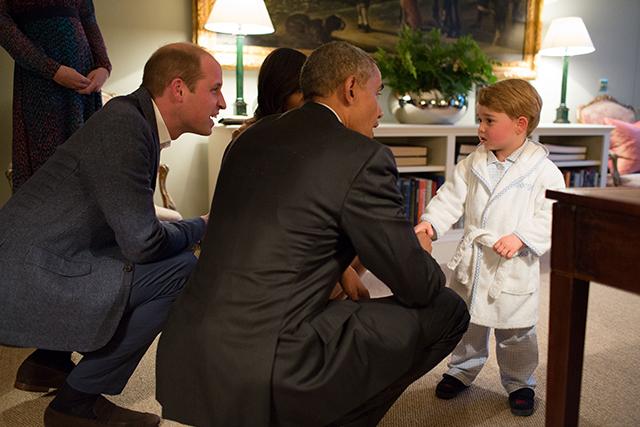 После ванны — на встречу с Обамой: принц Джордж поприветствовал президента США (фото 1)
