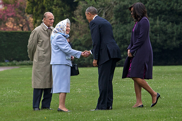 После ванны — на встречу с Обамой: принц Джордж поприветствовал президента США (фото 6)