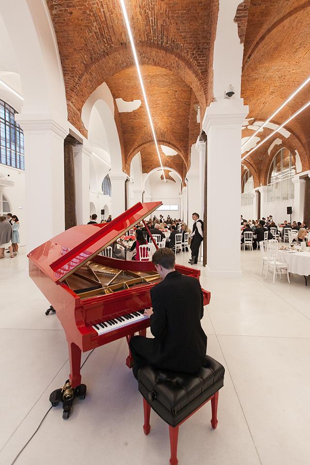 Торжественный прием в честь открытия выставки Захи Хадид (фото 21)
