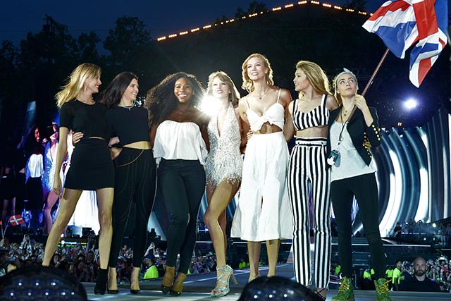 Гайд-парк покорен: Тейлор Свифт вывела на сцену подруг (фото 2)