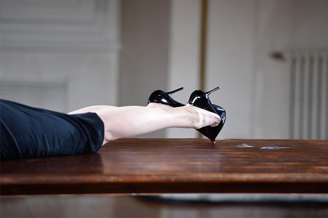 Перформанс Тильды Суинтон: прекрасная гардеробщица (фото 10)
