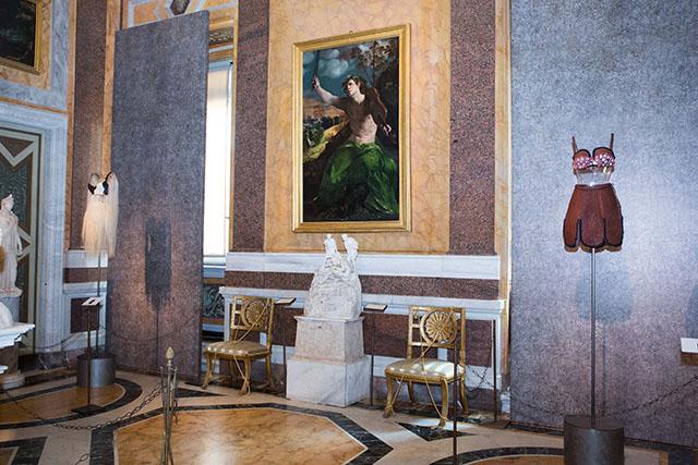 Высокая мода и скульптура: все подробности экспозиции Аззедина Алайи в Галерее Боргезе (фото 4)
