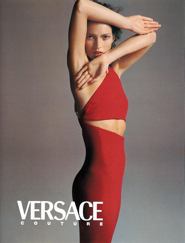 Любимые модели и друзья Джанни Версаче отдали дизайнеру дань памяти (фото 1)