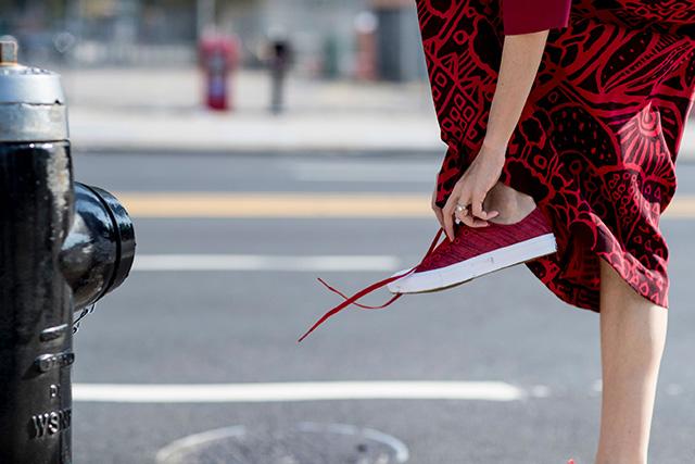 Что носят на Неделе моды в Нью-Йорке: 2 часть (фото 15)
