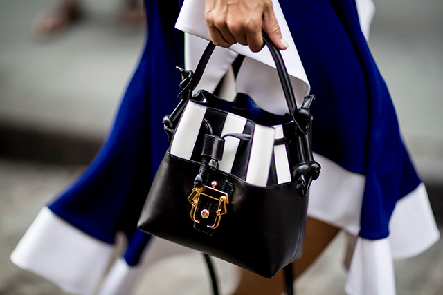 Что носят на Неделе моды в Нью-Йорке: 2 часть (фото 30)