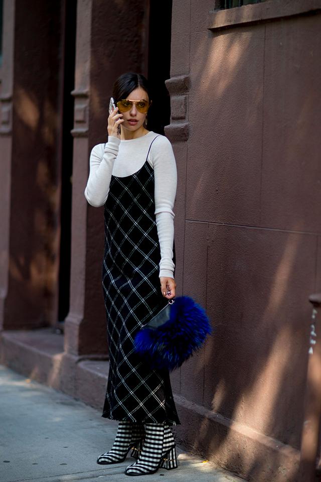 Что носят на Неделе моды в Нью-Йорке: 2 часть (фото 25)