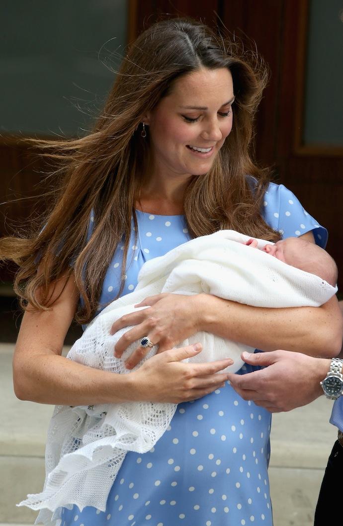 Кейт Миддлтон с новорожденным сыном