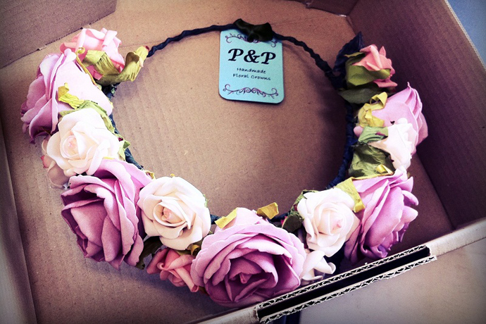 Тренд: цветочные ободки и венки (фото 24)