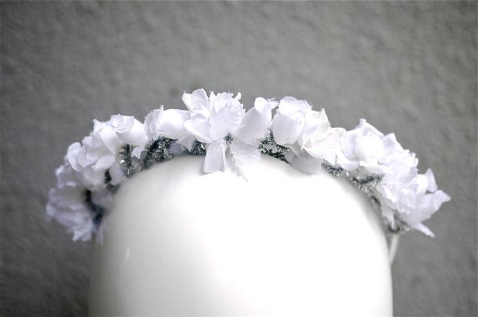 Тренд: цветочные ободки и венки (фото 19)