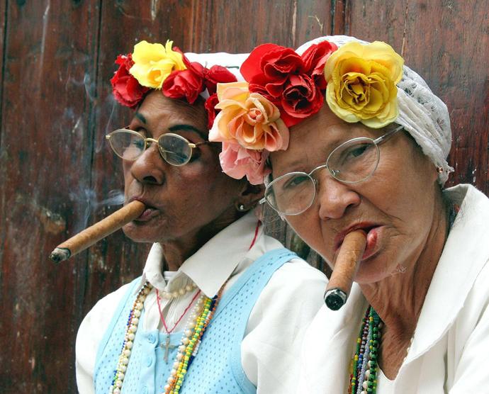 Тренд: цветочные ободки и венки (фото 15)