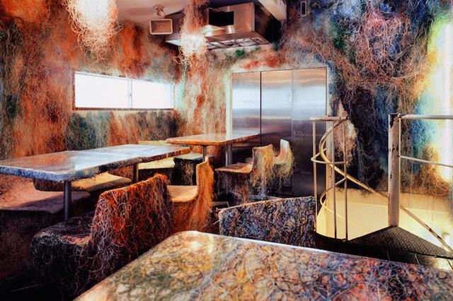 Кенго Кума оформил бар в Токио цветными проводами (фото 1)