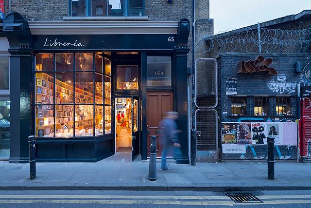 В Лондоне появится концептуальный книжный магазин с баром и запретом на смартфоны (фото 3)