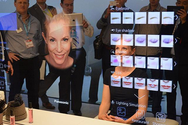 Картинки по запросу умное зеркало Panasonic