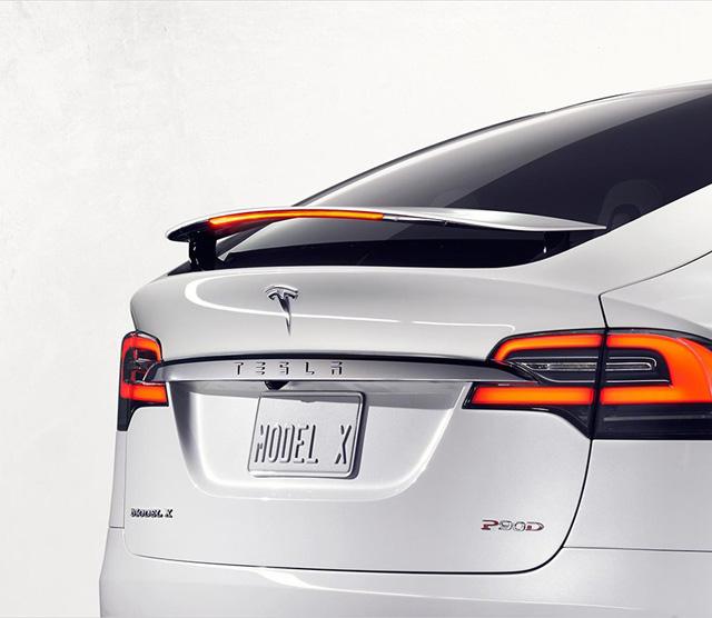 Дорогу электромобилям: Tesla представила кроссовер Model X (фото 1)