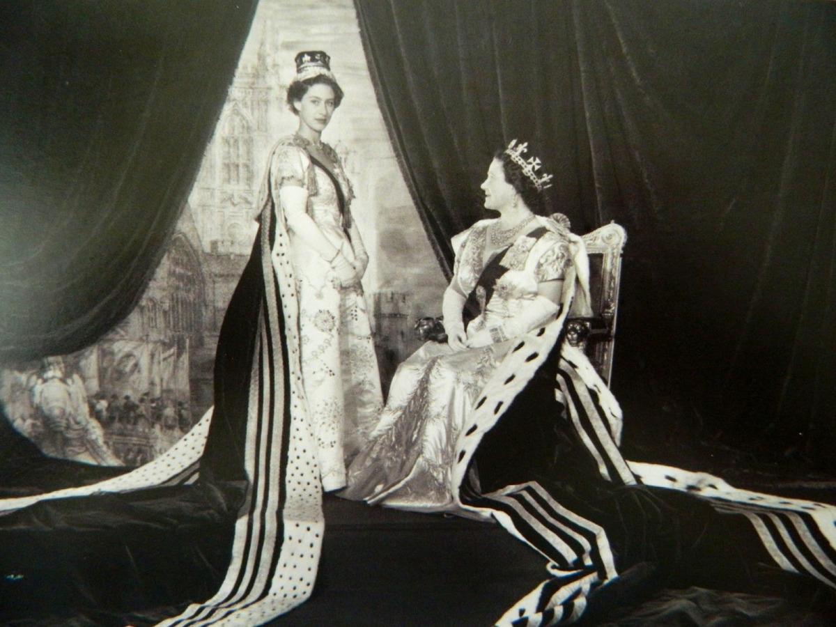 Выставка к юбилею коронации Елизаветы II (фото 9)